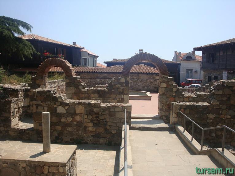 Руины древнего храма в Созополе