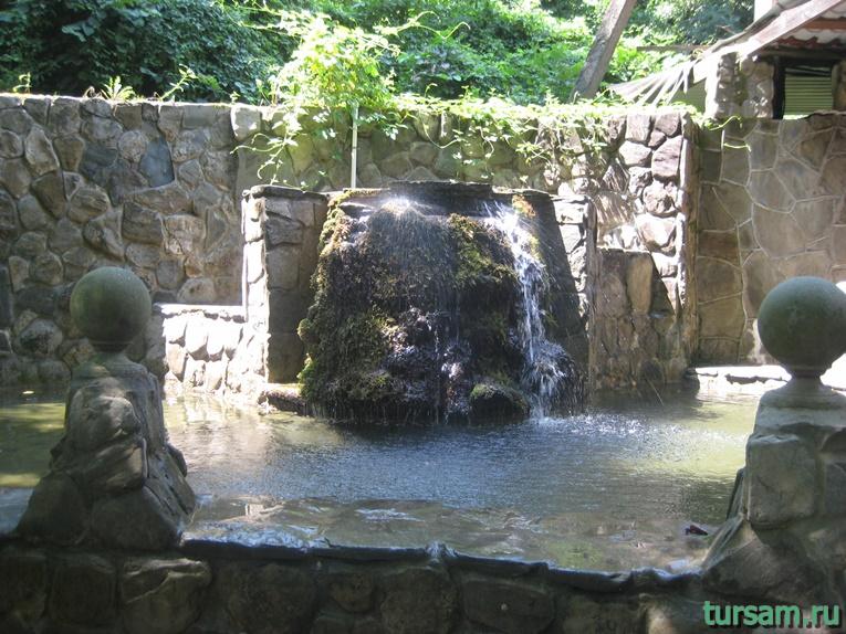 """Рукотворный водопад рядом с родником """"Наташа"""" №2"""