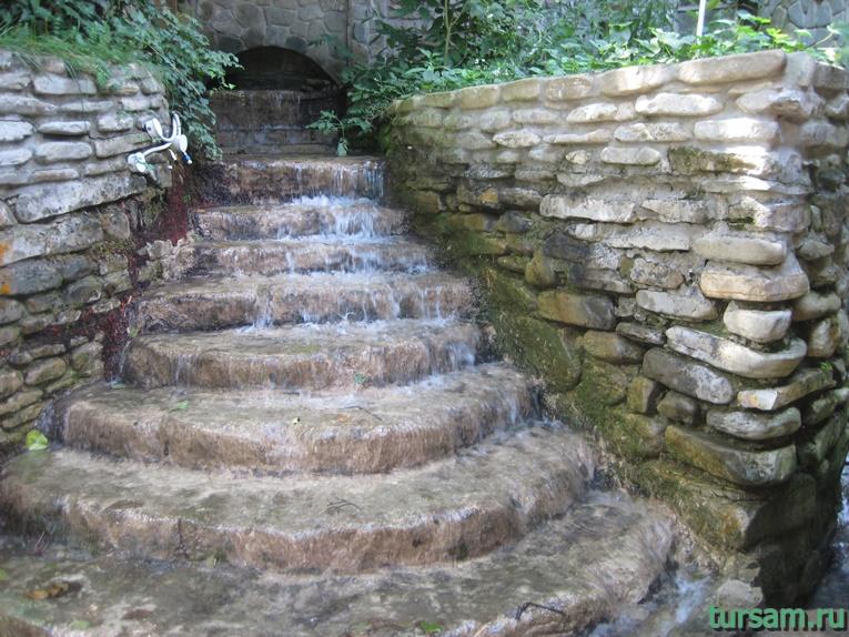 """Рукотворный водопад рядом с родником """"Наташа"""""""
