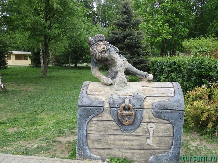 Скульптура на территории парка культуры и отдыха в Мытищах-2