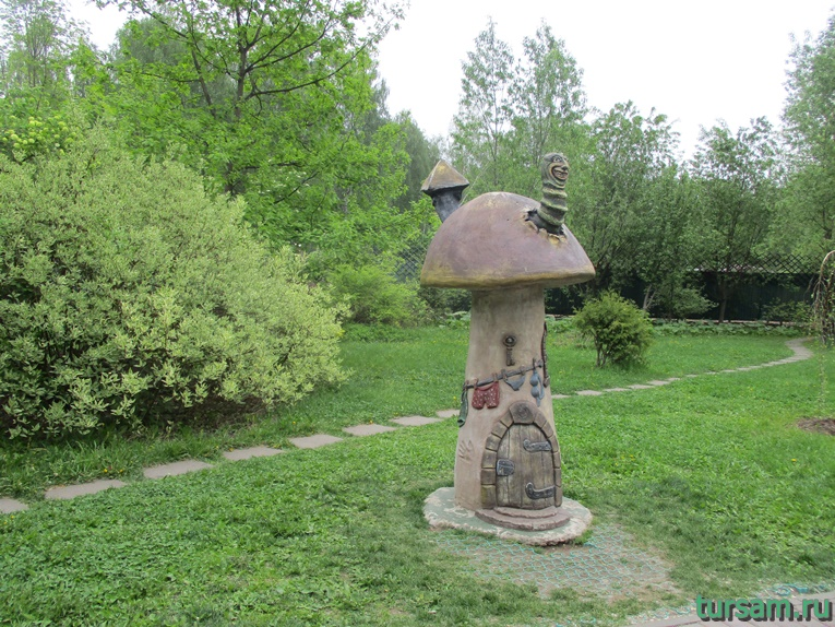 Скульптура на территории парка культуры и отдыха в Мытищах