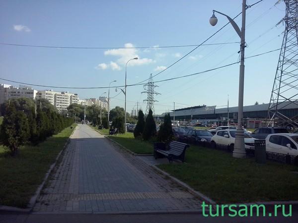 """Сквер около метро """"Бунинская аллея"""""""