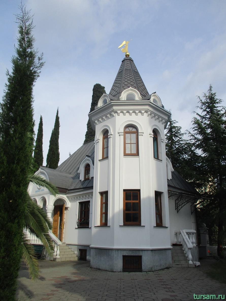 Собор Архангела Михаила в Сочи-3
