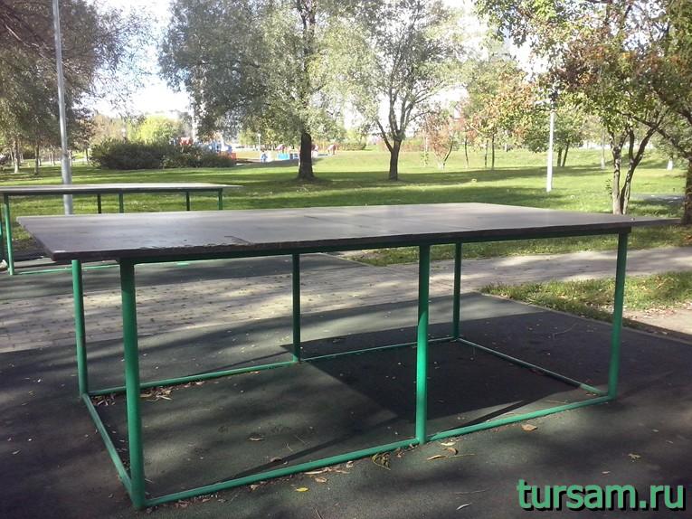 Столы для настольного тенниса в парке рядом с метро Борисово