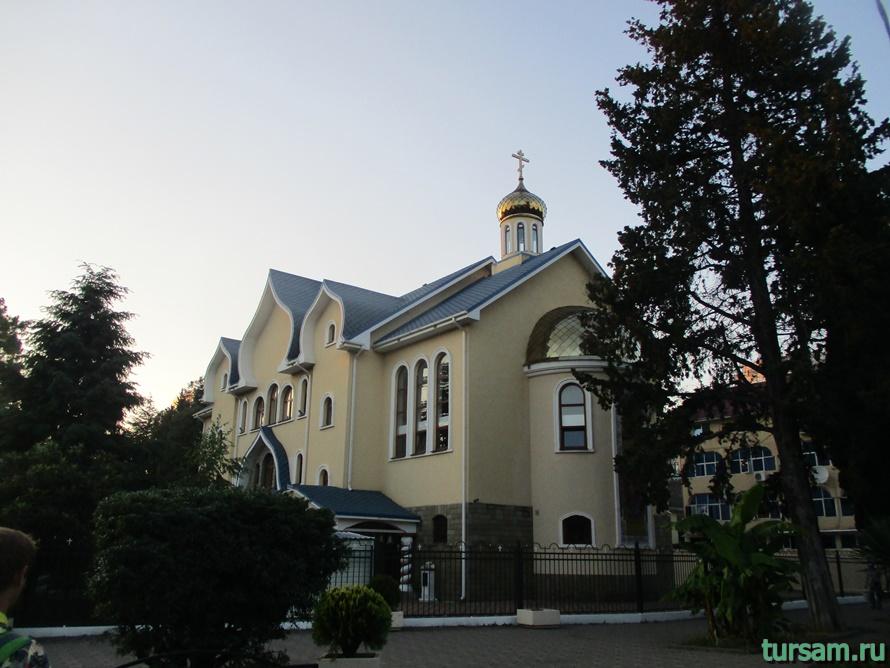 Свято-Троицкий храм в Адлере-1