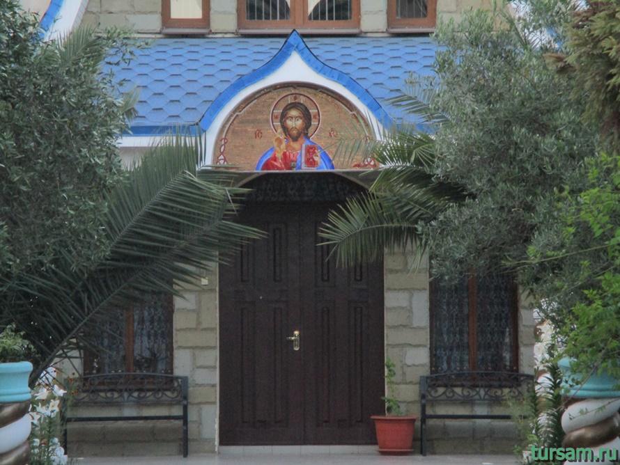 Свято-Троицкий храм в Адлере-6