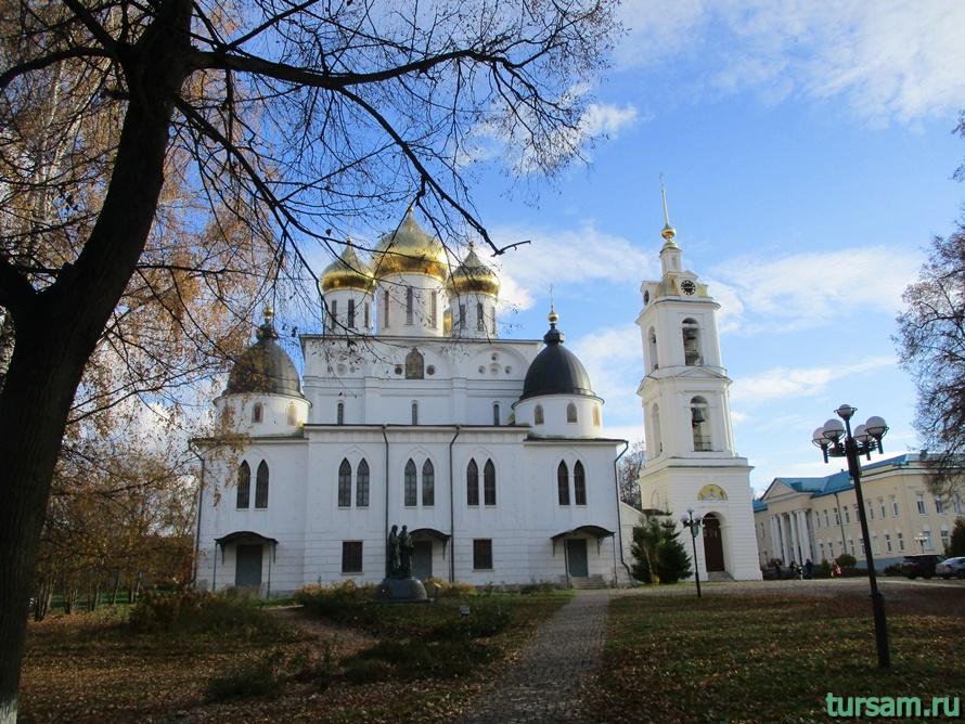 Успенский Кафедральный Собор в городе Дмитров-4