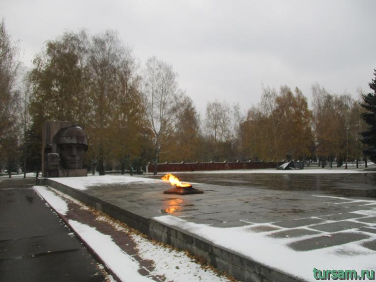 Вечный огонь в Мемориальном парке в Коломне
