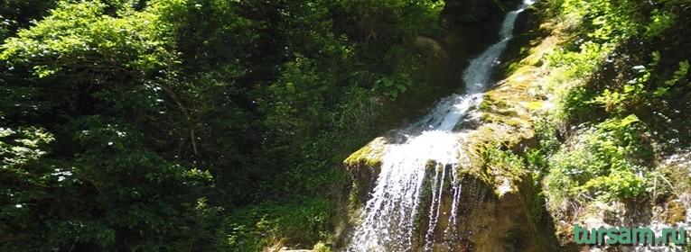 Водопад Мужские слезы в Абхазии