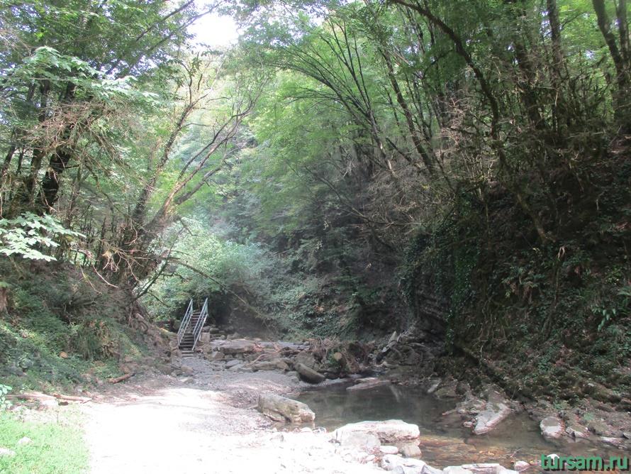 Водопад Райское наслаждение в Лоо-2