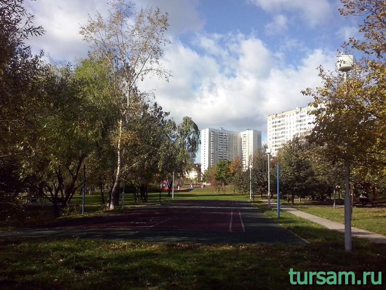 Волейбольная площадка в парке рядом с метро Борисово