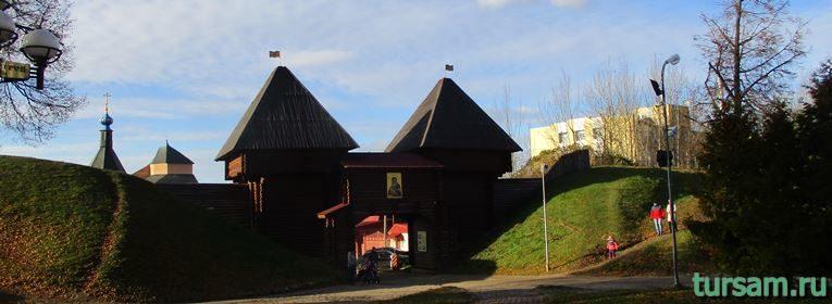 Никольские ворота в Дмитрове-1