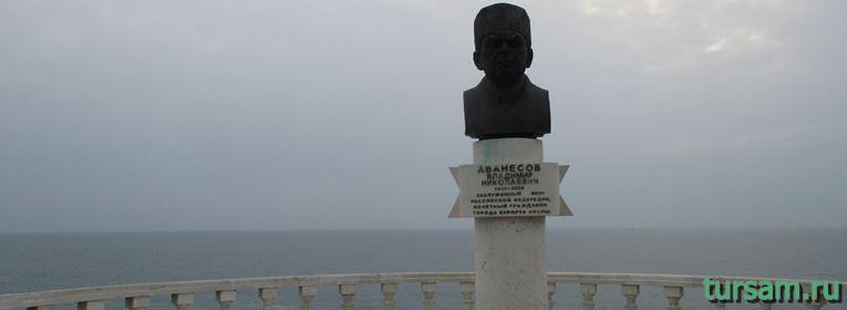 Памятник Аванесову в Анапе