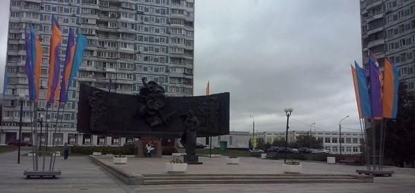 Площадь Защитников Неба в Крылатском