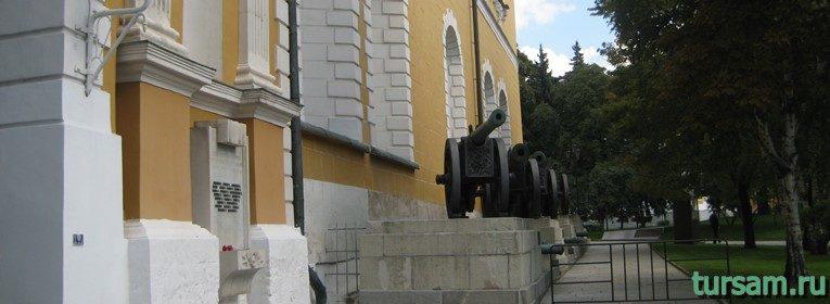 Трофейные пушки на территории Московского Кремля